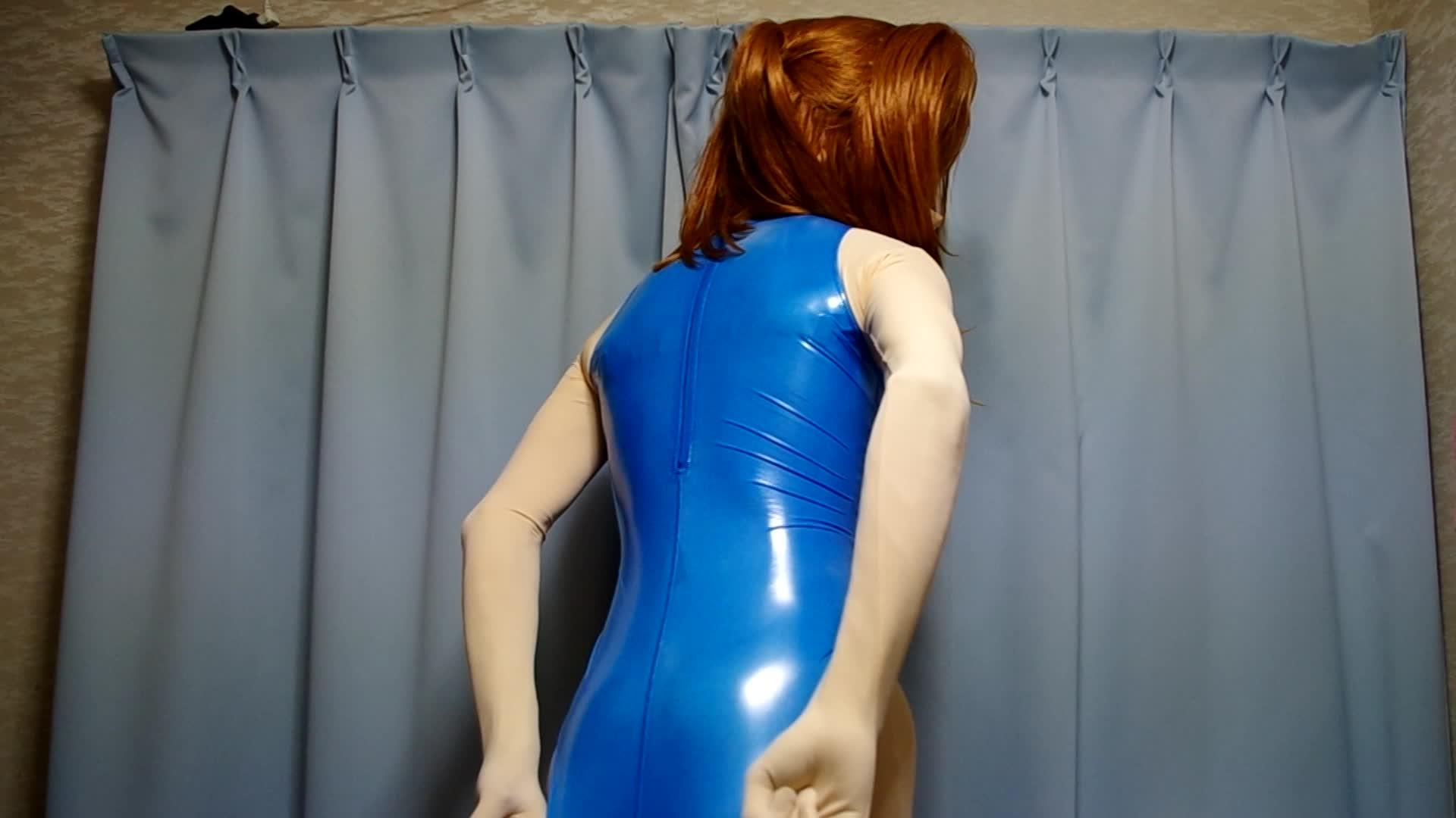 ピッタリの身体のラインがハッキリ見えるレオタード姿の着ぐるみ25次元女子のオナニー